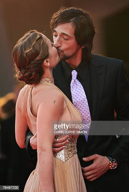 US actor Adrien Brody kisses his girlfriend Spanish actress Elsa Pataky as they arrive for the screening of his movie 'The Darjeeling Limited' during...