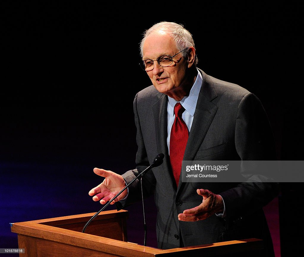 Actor <a gi-track='captionPersonalityLinkClicked' href=/galleries/search?phrase=Alan+Alda&family=editorial&specificpeople=206416 ng-click='$event.stopPropagation()'>Alan Alda</a> speaks during the 2010 World Science Festival Opening Night Gala at Alice Tully Hall, Lincoln Center on June 2, 2010 in New York City.