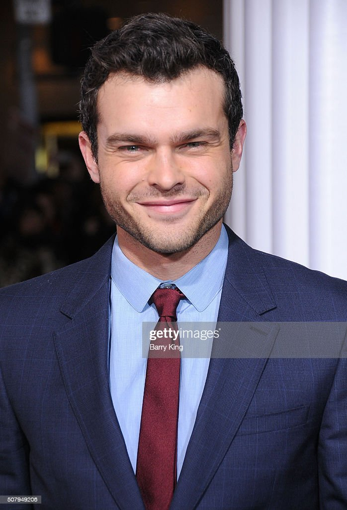 The 28-year old son of father Mark Ehrenreich and mother Sari, 176 cm tall Alden Ehrenreich in 2018 photo