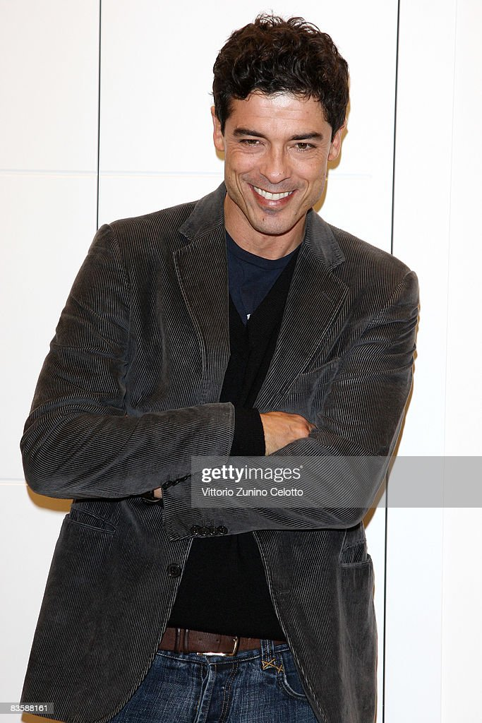 Actor Alessandro Gassman promotes his latest theatrical performance 'La Parola Ai Giurati' (12 Angry Men) by Sidney Lumet at Mondadori Multicenter on November 6, 2008 in Milan, Italy. The tour is sponsored by Amnesty International.