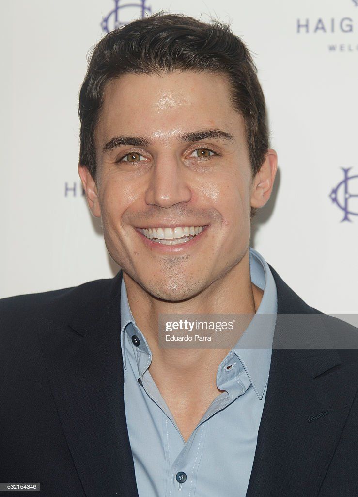 Actor Alex Gonzalez attends the 'Haig Club' photocall at Ramses bar on May 18, 2016 in Madrid, Spain.