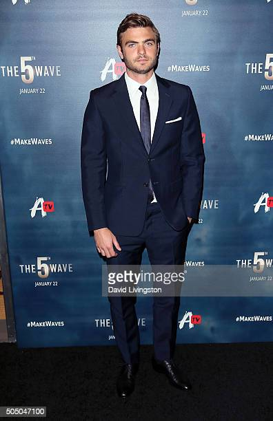 Actor Alex Roe attends the AwesomenessTV special fan screening of 'The 5th Wave' at Pacific Theatre at The Grove on January 14 2016 in Los Angeles...