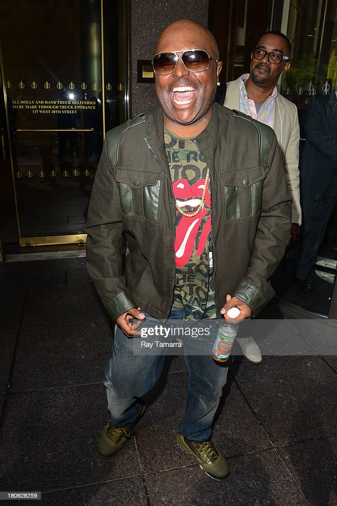 Actor <a gi-track='captionPersonalityLinkClicked' href=/galleries/search?phrase=Alex+Thomas&family=editorial&specificpeople=623349 ng-click='$event.stopPropagation()'>Alex Thomas</a> leaves the Sirius XM Studios on September 17, 2013 in New York City.