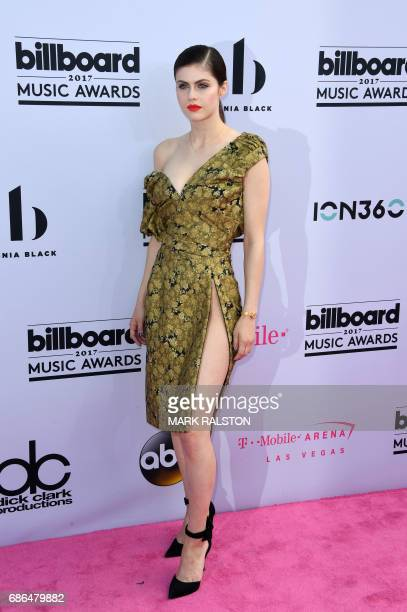 Actor Alexandra Daddario arrives at the 2017 Billboard Music Awards at the TMobile Arena on May 21 2017 in Las Vegas Nevada / AFP PHOTO / MARK RALSTON