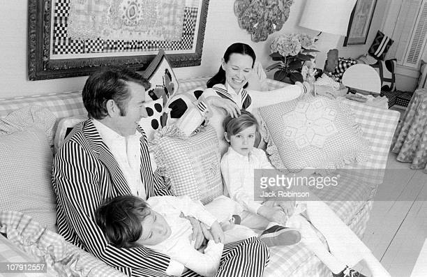 Actor and authro Wyatt Emory Cooper Carter Vanderbilt Cooper heiress and socialite Gloria Vanderbilt and Anderson Cooper pose for a family portrait...