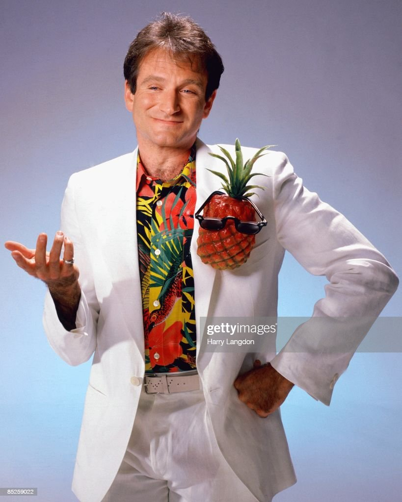 Actor and comedian <a gi-track='captionPersonalityLinkClicked' href=/galleries/search?phrase=Robin+Williams&family=editorial&specificpeople=174322 ng-click='$event.stopPropagation()'>Robin Williams</a> poses for a portrait circa 1999 in Los Angeles, California.