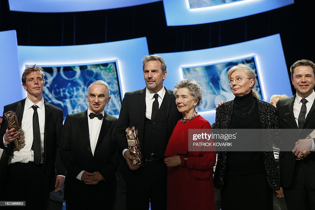 US actor and director Kevin Costner (C) poses with his trophy beside French actress Emmanuelle Riva (C,R), surrounded by (from L) French director Nicolas Guiot, French producer and President of the French film awards Cesars academy, Alain Terzian and (from R) French actor Guillaume de Tonquedec and Hungarian-born French producer Margaret Menegoz at the end of the 38th Cesar Awards ceremony on February 22, 2013 at the Chatelet theatre in Paris. AFP PHOTO / PATRICK KOVARIK