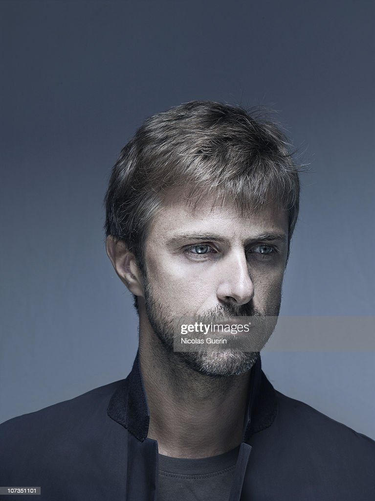 Actor and director Kim Rossi Stuart poses at a portrait session in Milan. 2010. - actor-and-director-kim-rossi-stuart-poses-at-a-portrait-session-in-picture-id107351101