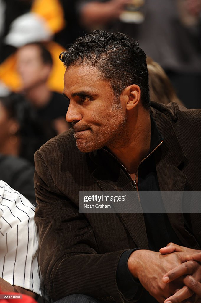 Actor and Former NBA player Rick Fox attends the home opener between the Portland Trail Blazers and the Los Angeles Lakers at Staples Center on...