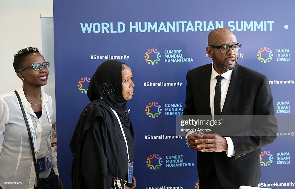 US Actor and Founder and CEO of The Whitaker Peace & Development Initiative (WPDI) Forest Whitaker (R) talks with participants after a press conference within held within World Humanitarian Summit in Istanbul, Turkey on May 24, 2016.