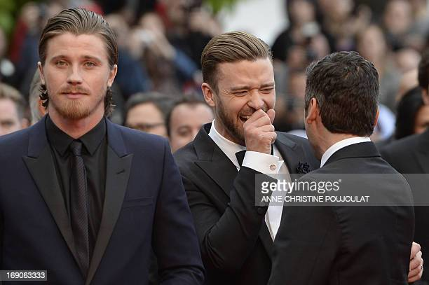 US actor and singer Justin Timberlake laughs on May 19 2013 with fellow actor Oscar Isaac next to US actor Garrett Hedlund as they arrive for the...