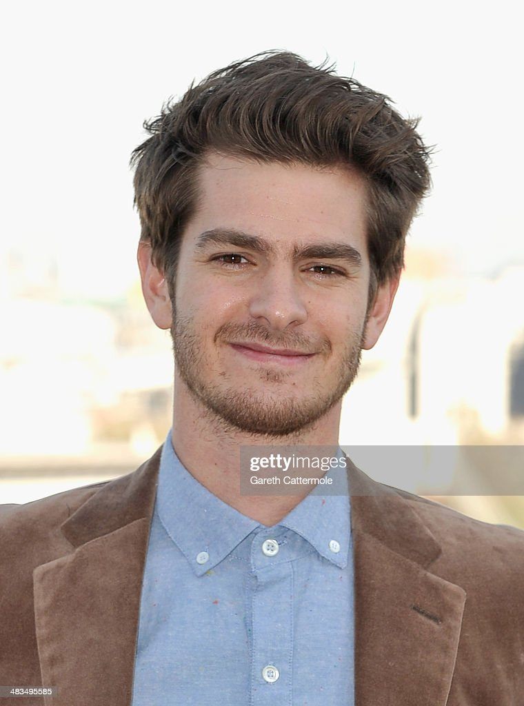 Actor <a gi-track='captionPersonalityLinkClicked' href=/galleries/search?phrase=Andrew+Garfield&family=editorial&specificpeople=4047840 ng-click='$event.stopPropagation()'>Andrew Garfield</a> attends the Amazing Spider-Man 2 Cast and Filmmaker photocall at the Park Plaza Hotel on April 9, 2014 in London, England.