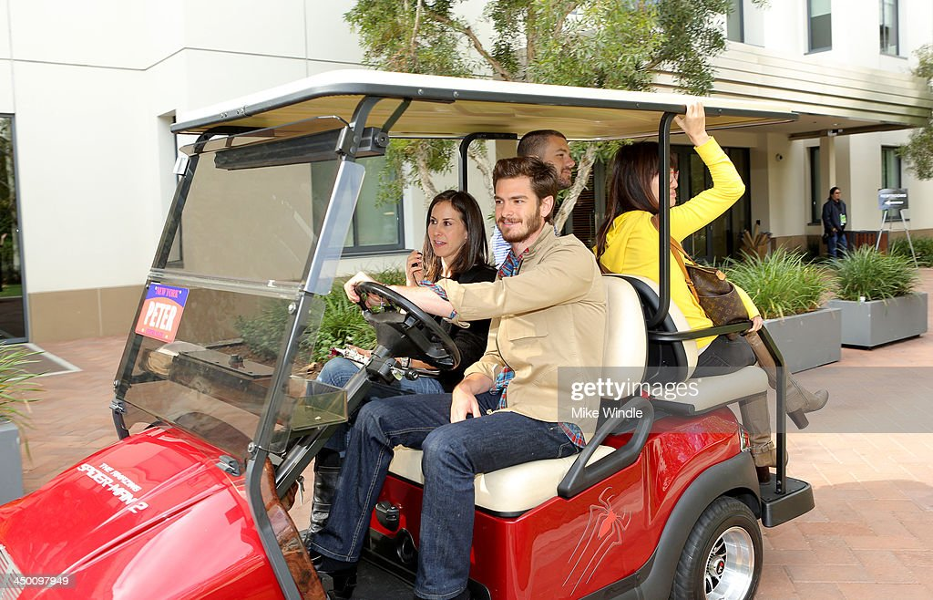 Actor <a gi-track='captionPersonalityLinkClicked' href=/galleries/search?phrase=Andrew+Garfield&family=editorial&specificpeople=4047840 ng-click='$event.stopPropagation()'>Andrew Garfield</a> attends 'The Amazing Spiderman' fan event at Sony Pictures Studios on November 16, 2013 in Culver City, California.