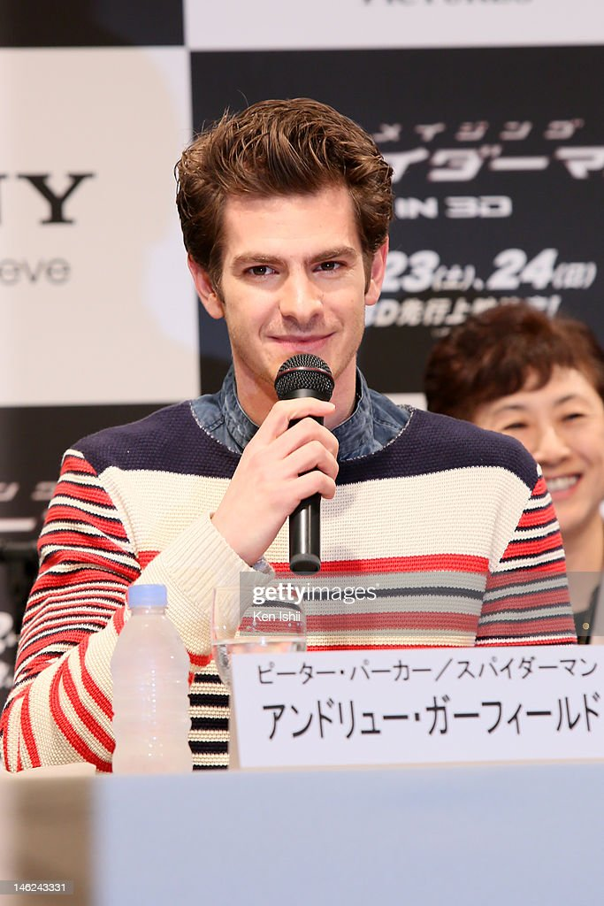 Actor <a gi-track='captionPersonalityLinkClicked' href=/galleries/search?phrase=Andrew+Garfield&family=editorial&specificpeople=4047840 ng-click='$event.stopPropagation()'>Andrew Garfield</a> attends 'The Amazing Spider-Man' press conference at Roppongi on June 13, 2012 in Tokyo, Japan. The film will open on June 30, 2012 in Japan.