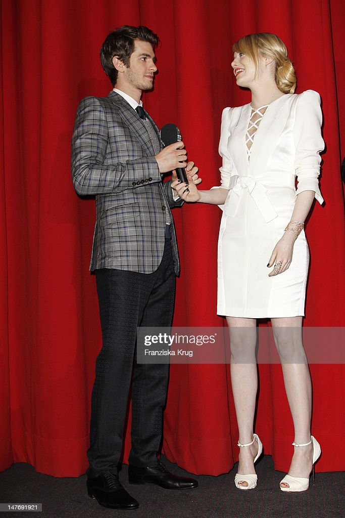 'BERLIN, GERMANY - JUNE 20: Actor <a gi-track='captionPersonalityLinkClicked' href=/galleries/search?phrase=Andrew+Garfield&family=editorial&specificpeople=4047840 ng-click='$event.stopPropagation()'>Andrew Garfield</a>, <a gi-track='captionPersonalityLinkClicked' href=/galleries/search?phrase=Emma+Stone&family=editorial&specificpeople=672023 ng-click='$event.stopPropagation()'>Emma Stone</a> attend the Germany premiere of ''The Amazing Spider-Man'' at Sony Center on June 20, 2012 in Berlin, Germany. (Photo by Franziska Krug/Getty Images for Sony Pictures) '