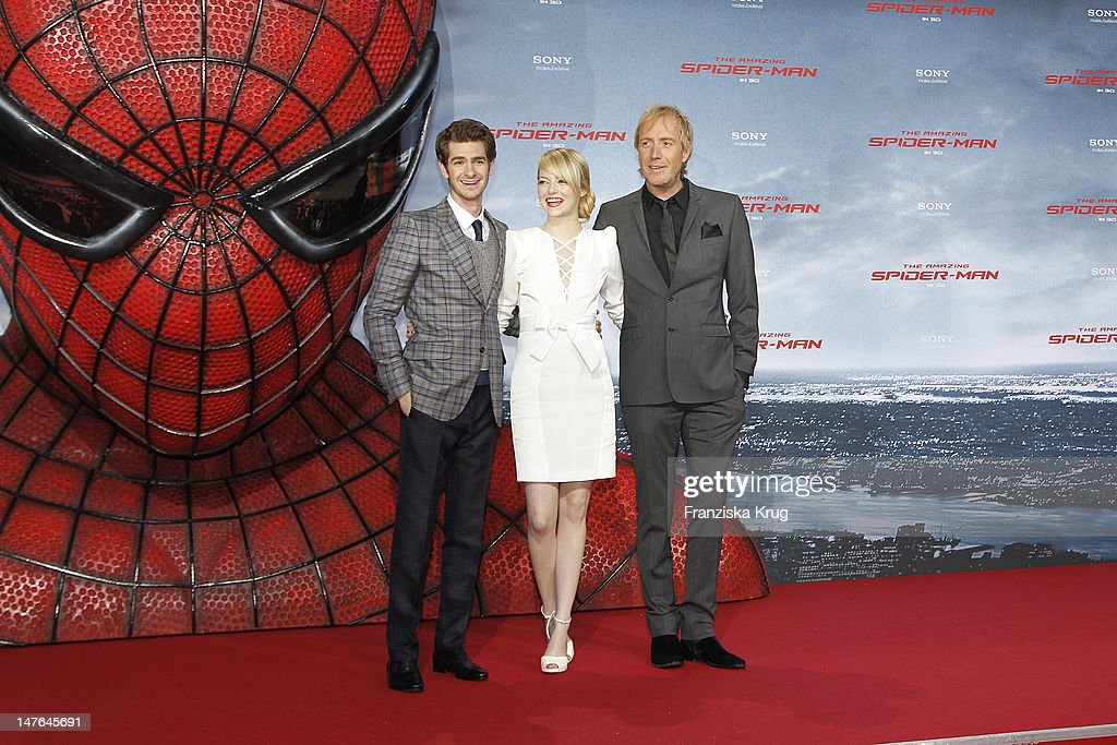 'BERLIN, GERMANY - JUNE 20: (From L to R) Actor <a gi-track='captionPersonalityLinkClicked' href=/galleries/search?phrase=Andrew+Garfield&family=editorial&specificpeople=4047840 ng-click='$event.stopPropagation()'>Andrew Garfield</a>, <a gi-track='captionPersonalityLinkClicked' href=/galleries/search?phrase=Emma+Stone&family=editorial&specificpeople=672023 ng-click='$event.stopPropagation()'>Emma Stone</a>, Rhys Ilfans attend the Germany premiere of ''The Amazing Spider-Man'' at Sony Center on June 20, 2012 in Berlin, Germany. (Photo by Franziska Krug/Getty Images for Sony Pictures) '