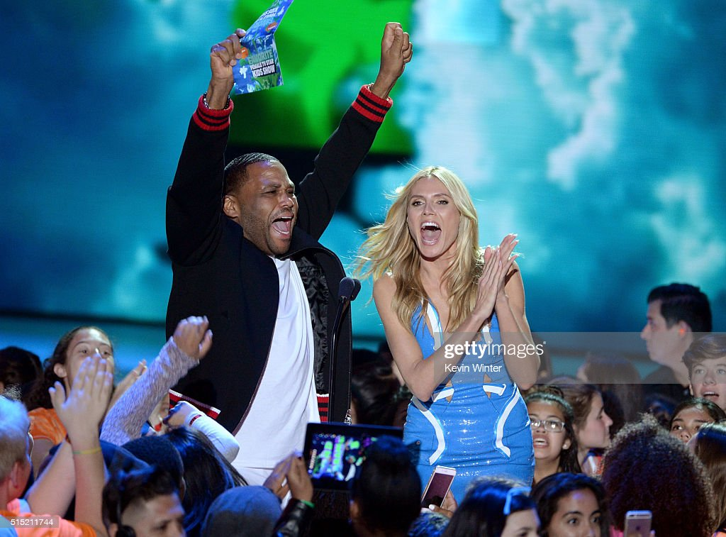 Actor Anthony Anderson and model/TV personality Heidi Klum speak onstage during Nickelodeon's 2016 Kids' Choice Awards at The Forum on March 12 2016...