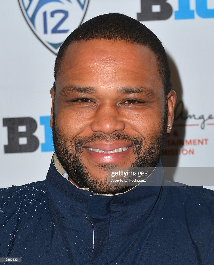 Actor Anthony Anderson arrives to the innaugural Rose Bowl Game Golf Classic at Industry Hills Golf Course on December 29, 2012 in City of Industry, California.