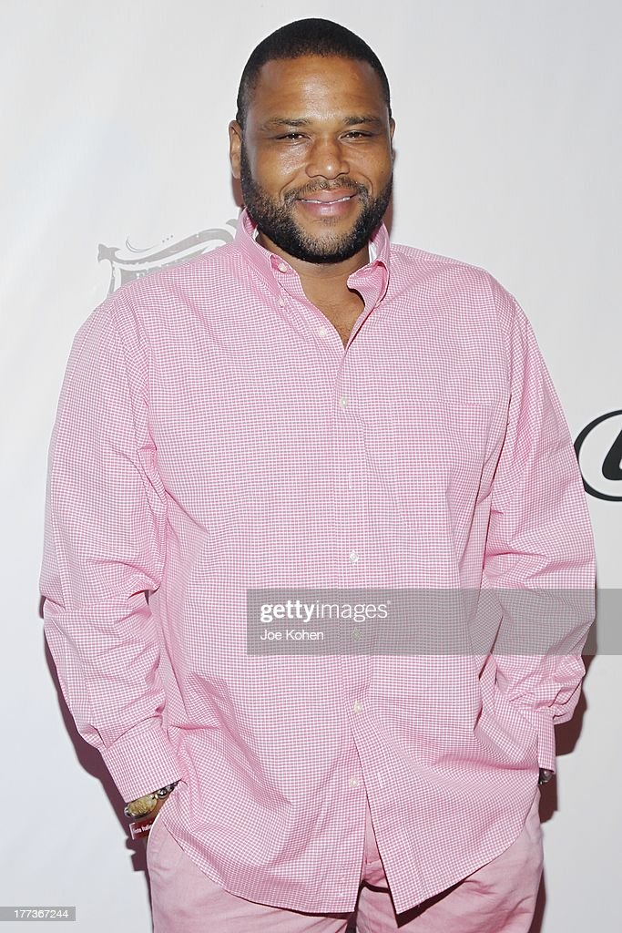 Actor <a gi-track='captionPersonalityLinkClicked' href=/galleries/search?phrase=Anthony+Anderson&family=editorial&specificpeople=202577 ng-click='$event.stopPropagation()'>Anthony Anderson</a> attends the 2013 Los Angeles Food & Wine Festival 'Festa Italiana With Giada De Laurentiis' Opening Night Gala on August 22, 2013 in Los Angeles, California.