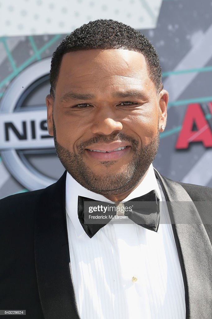 Actor <a gi-track='captionPersonalityLinkClicked' href=/galleries/search?phrase=Anthony+Anderson&family=editorial&specificpeople=202577 ng-click='$event.stopPropagation()'>Anthony Anderson</a> attends the 2016 BET Awards at the Microsoft Theater on June 26, 2016 in Los Angeles, California.