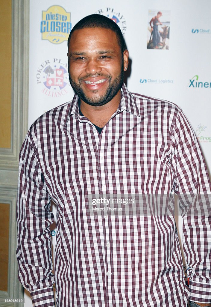 Actor <a gi-track='captionPersonalityLinkClicked' href=/galleries/search?phrase=Anthony+Anderson&family=editorial&specificpeople=202577 ng-click='$event.stopPropagation()'>Anthony Anderson</a> attends the 5th Annual 'All in for CP' Celebrity Poker tournament at the Venetian Hotel and Casino Resort on December 8, 2012 in Las Vegas, Nevada.