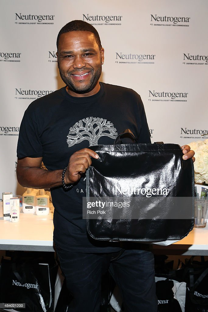 Actor <a gi-track='captionPersonalityLinkClicked' href=/galleries/search?phrase=Anthony+Anderson&family=editorial&specificpeople=202577 ng-click='$event.stopPropagation()'>Anthony Anderson</a> attends the HBO Luxury Lounge featuring PANDORA at Four Seasons Hotel Los Angeles at Beverly Hills on August 23, 2014 in Beverly Hills, California.