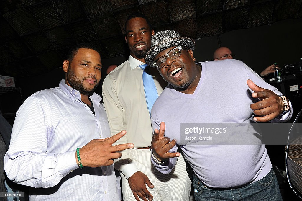 Actor Anthony Anderson NFL player Justin Tuck and Cedric the Entertainer attend NY Giants Justin Tuck's 3rd Annual Celebrity Billiards Tournament at...