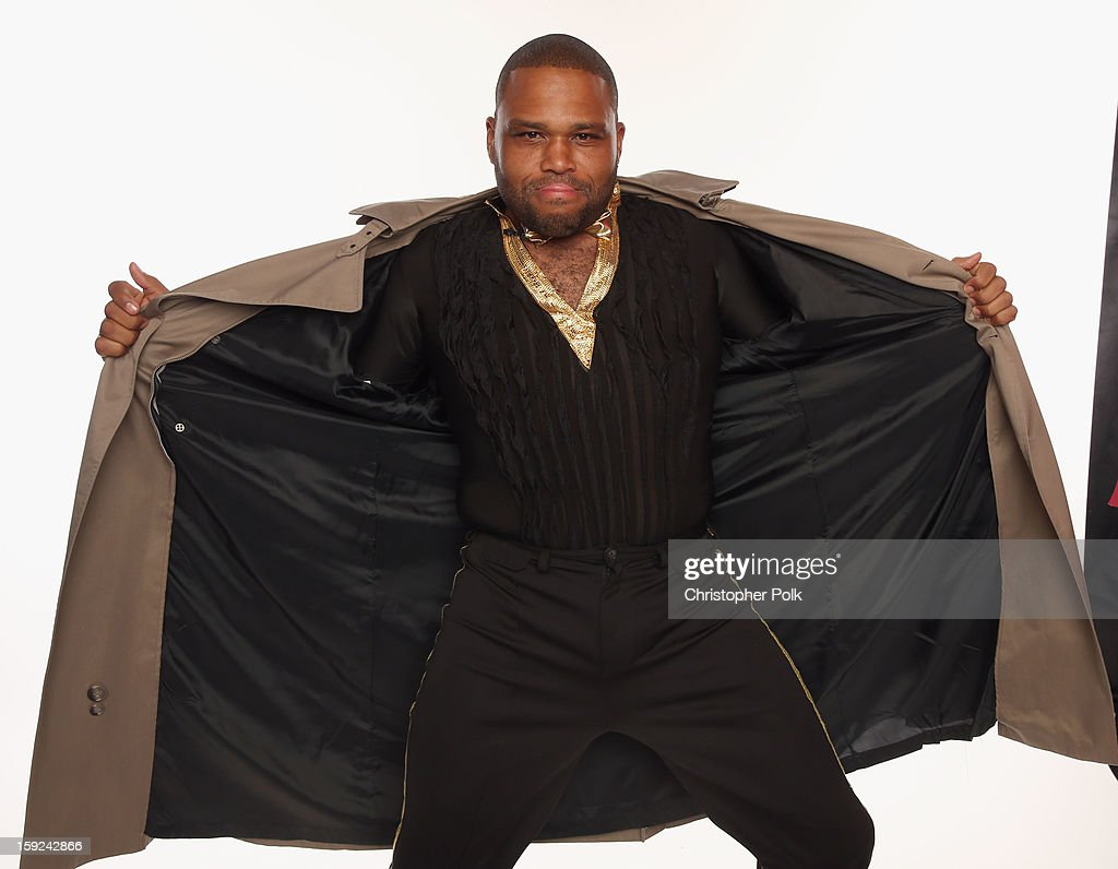 Actor <a gi-track='captionPersonalityLinkClicked' href=/galleries/search?phrase=Anthony+Anderson&family=editorial&specificpeople=202577 ng-click='$event.stopPropagation()'>Anthony Anderson</a> poses for a portrait during the 39th Annual People's Choice Awards at Nokia Theatre L.A. Live on January 9, 2013 in Los Angeles, California.