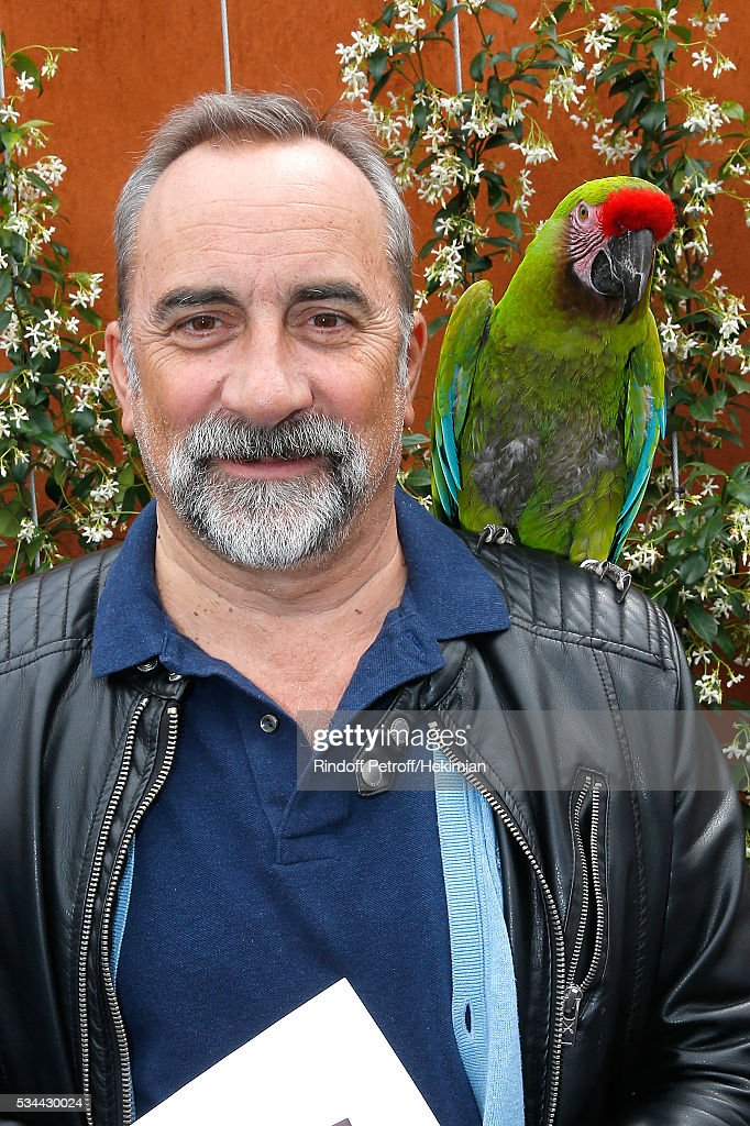 Actor Antoine Dulery and parrot Zoe attend the 2016 French Tennis Open - Day Four at Roland Garros on May 25, 2016 in Paris, France.