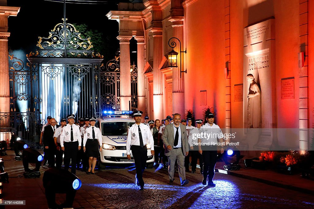 Actor antoine dulery and policemen attend the 39 une nuit for Gendarmerie interieur