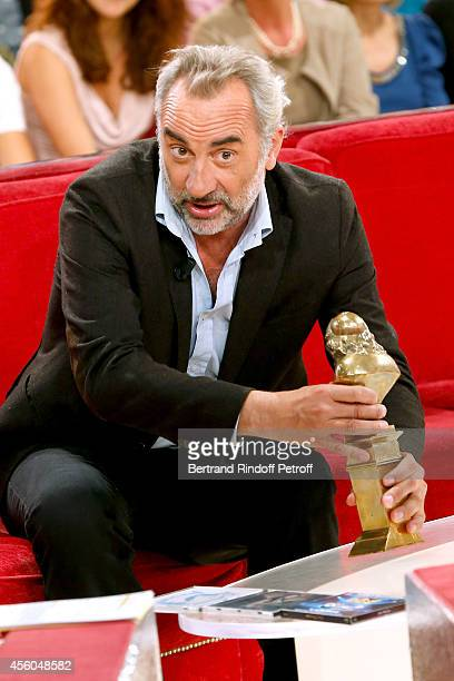 Actor Antoine Dulery plays with the Moliere of Francis Huster during the 'Vivement Dimanche' French TV Show at Pavillon Gabriel on September 24 2014...