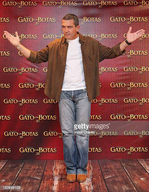 Actor Antonio Banderas attends a photocall for 'Puss In Boots' at the Four Seasons Hotel on November 15 2011 in Mexico City Mexico