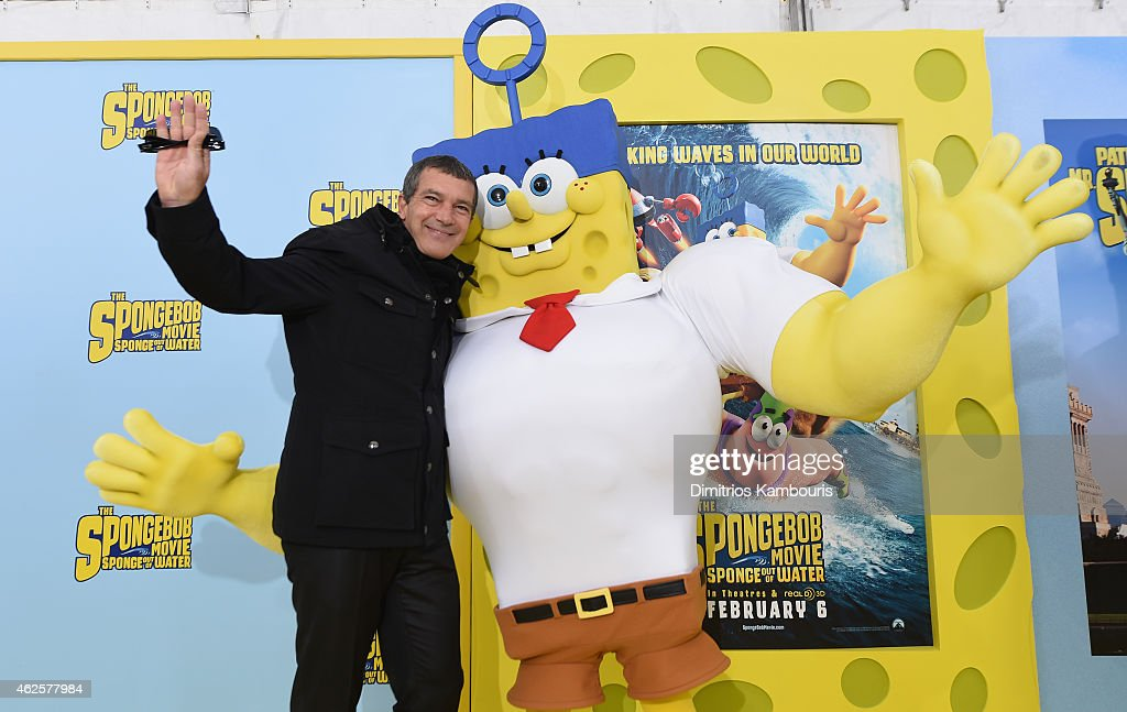 Actor <a gi-track='captionPersonalityLinkClicked' href=/galleries/search?phrase=Antonio+Banderas&family=editorial&specificpeople=171176 ng-click='$event.stopPropagation()'>Antonio Banderas</a> poses with SpongeBog as he attends the World Premiere of 'The SpongeBob Movie: Sponge Out Of Water 3D' at the AMC Lincoln Square on January 31, 2015 in New York City.