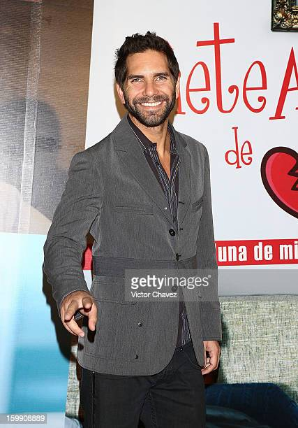 Actor Arap Bethke attends the '7 Años de Matrimonio' Mexico City premiere red carpet at Plaza Carso on January 22 2013 in Mexico City Mexico