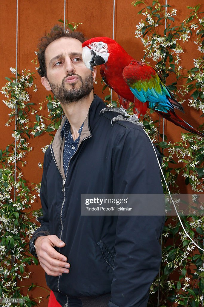 Actor Arie Elmaleh with parrot Arthur attend the 2016 French Tennis Open - Day Four at Roland Garros on May 25, 2016 in Paris, France.