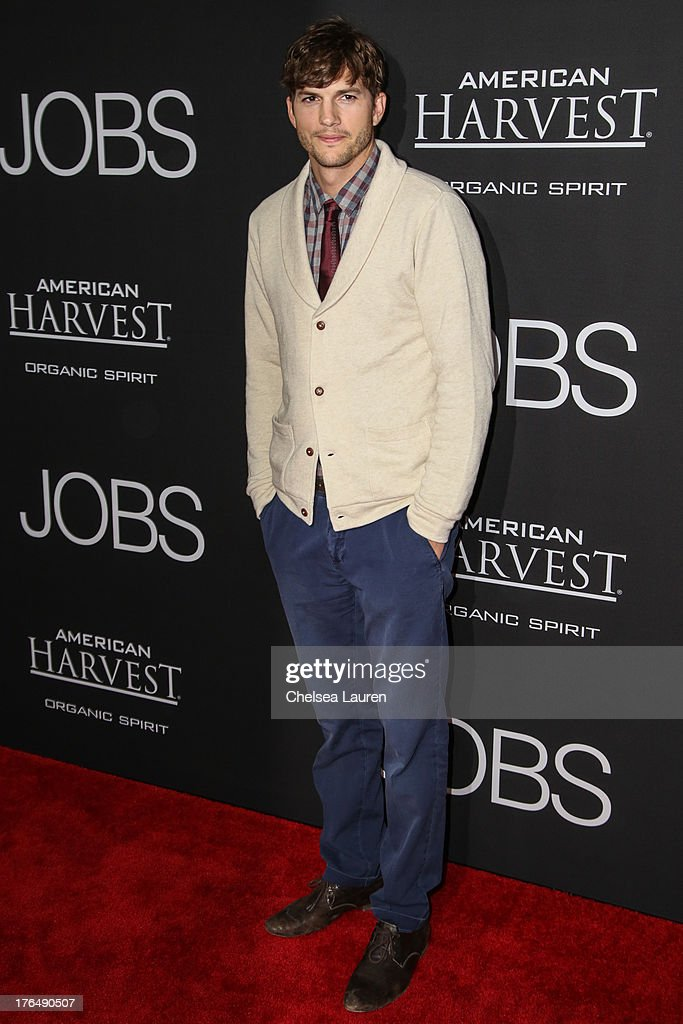 Actor <a gi-track='captionPersonalityLinkClicked' href=/galleries/search?phrase=Ashton+Kutcher&family=editorial&specificpeople=202015 ng-click='$event.stopPropagation()'>Ashton Kutcher</a> arrives at the 'Jobs' premiere at Regal Cinemas L.A. Live on August 13, 2013 in Los Angeles, California.