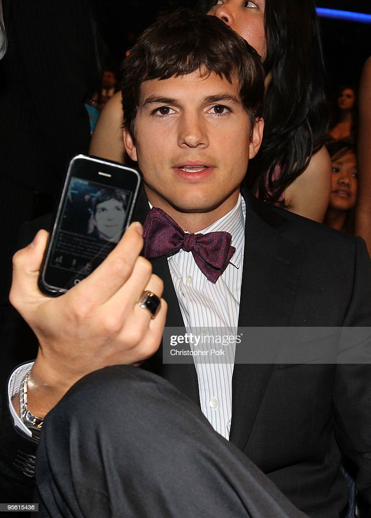 Actor Ashton Kutcher poses in the audience during the People's Choice Awards 2010 held at Nokia Theatre LA Live on January 6 2010 in Los Angeles...