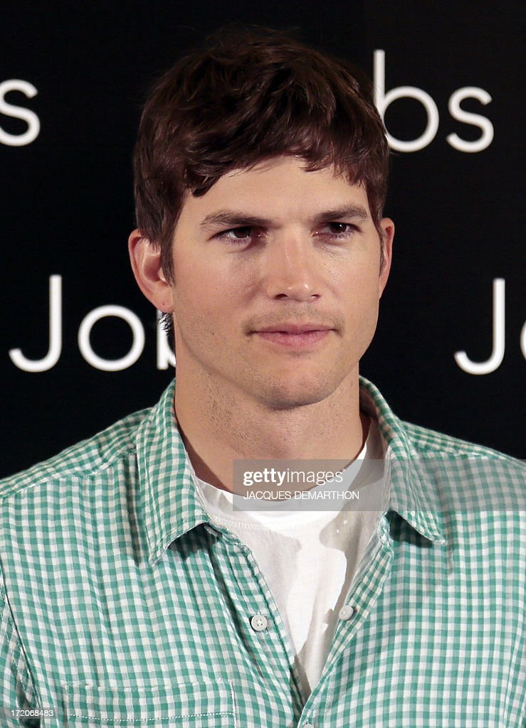 US actor Ashton Kutcher poses on July 1, 2013 in Paris during a photocall for 'Jobs', a biographical film based on the life of Steve Jobs, from 1971 to 2011. AFP PHOTO/ JACQUES DEMARTHON