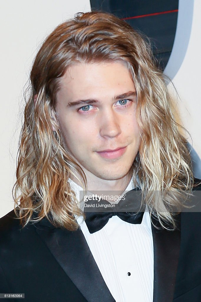 Actor Austin Butler arrives at the 2016 Vanity Fair Oscar Party Hosted by Graydon Carter at the Wallis Annenberg Center for the Performing Arts on February 28, 2016 in Beverly Hills, California.
