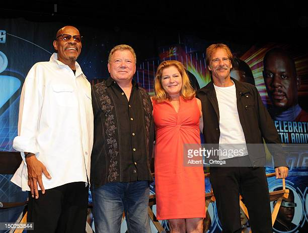 Actor Avery Brooks actor William Shatner actress Kate Mulgrew and actor Scott Bakula attend day 4 of the 11th Annual Official Star Trek Convention at...