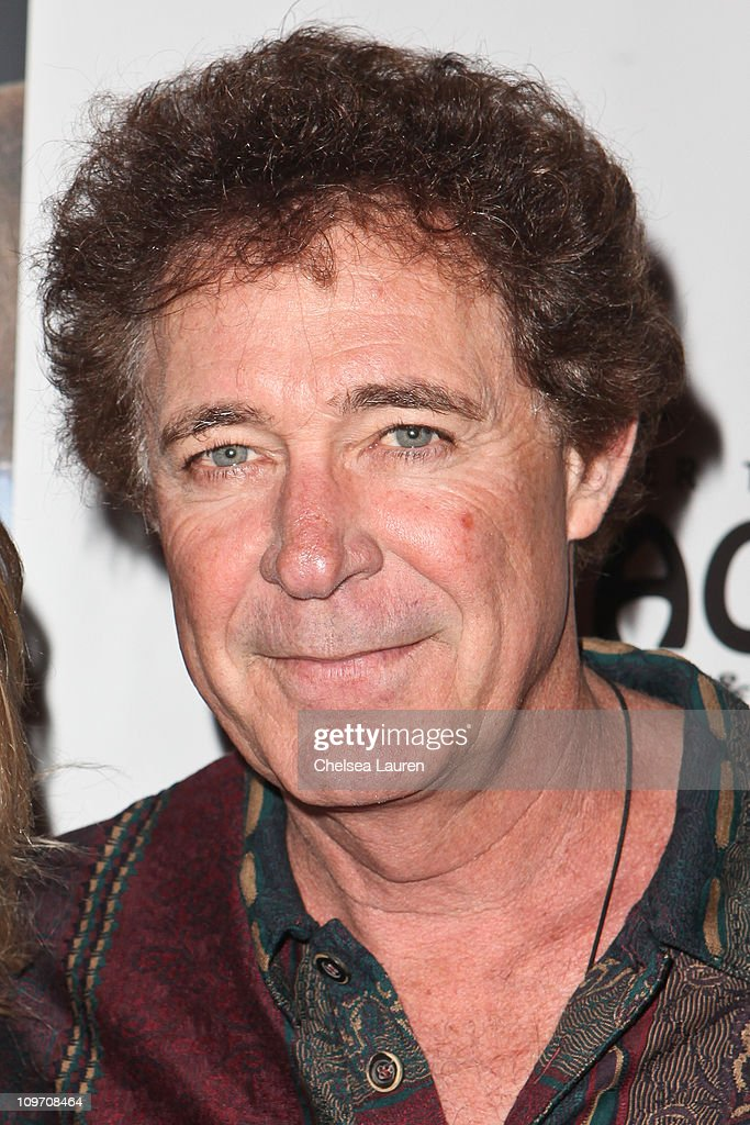 Actor Barry Williams arrives at the opening night of 'Avenue Q' at t... Show more - actor-barry-williams-arrives-at-the-opening-night-of-avenue-q-at-the-picture-id109708464
