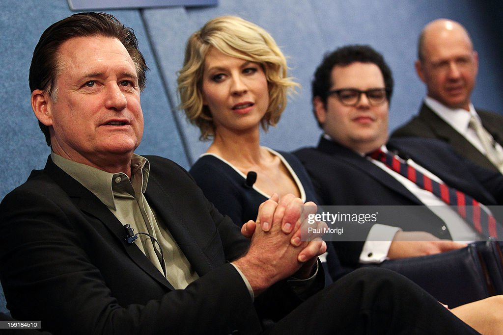 Actor <a gi-track='captionPersonalityLinkClicked' href=/galleries/search?phrase=Bill+Pullman&family=editorial&specificpeople=226899 ng-click='$event.stopPropagation()'>Bill Pullman</a> (L) discusses his role as president at the cast of '1600 Penn' discussion at The National Press Club on January 9, 2013 in Washington, DC.