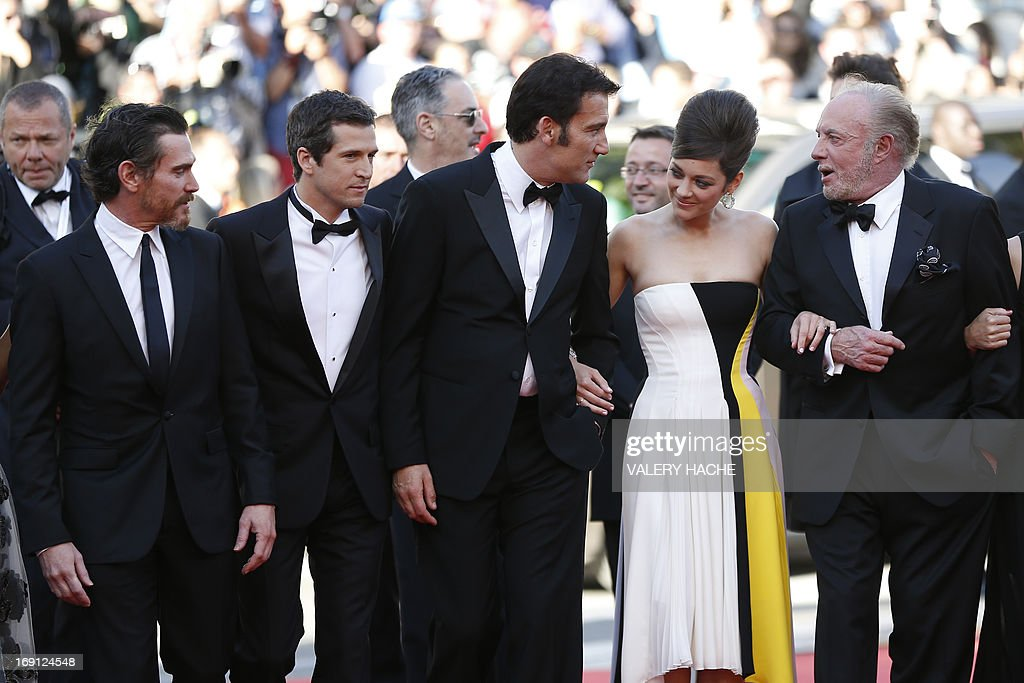 US actor Billy Crudup, French director Guillaume Canet, British actor Clive Owen, French actress Marion Cotillard and US actor James Caan arrive on May 20, 2013 for the screening of the film 'Blood Ties' presented Out of Competition at the 66th edition of the Cannes Film Festival in Cannes. Cannes, one of the world's top film festivals, opened on May 15 and will climax on May 26 with awards selected by a jury headed this year by Hollywood legend Steven Spielberg. AFP PHOTO / VALERY HACHE