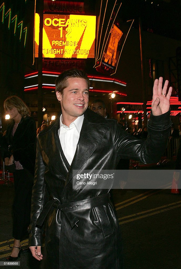 Actor <a gi-track='captionPersonalityLinkClicked' href=/galleries/search?phrase=Brad+Pitt+-+Actor&family=editorial&specificpeople=201682 ng-click='$event.stopPropagation()'>Brad Pitt</a> arrives at the Warner Bros. premiere of the film 'Ocean's Twelve' at Grauman's Chinese Theatre December 8, 2004 in Hollywood, California.