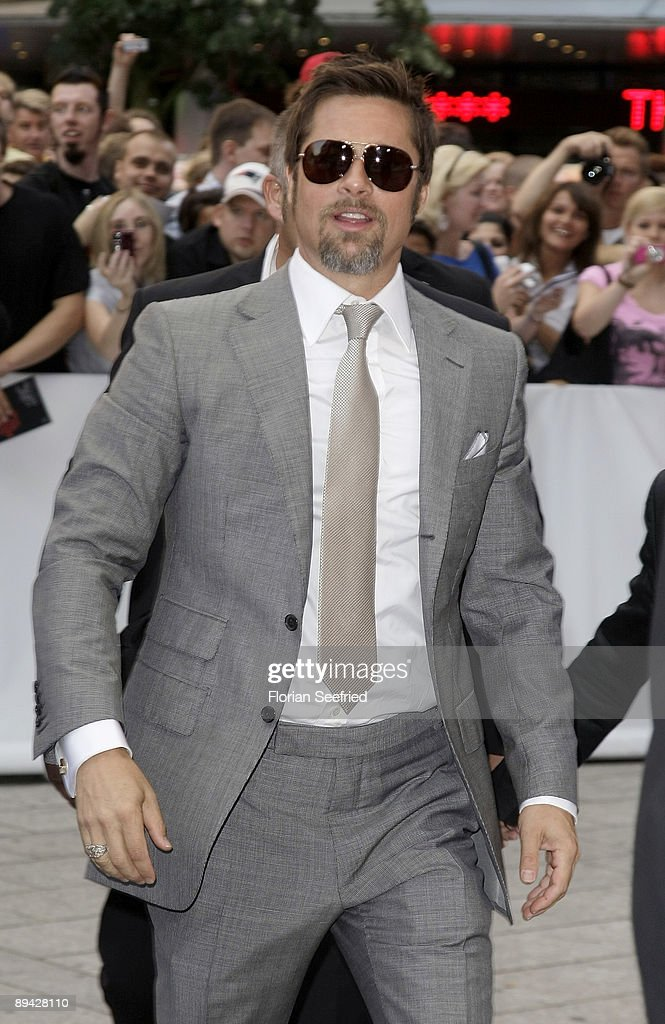 Actor <a gi-track='captionPersonalityLinkClicked' href=/galleries/search?phrase=Brad+Pitt+-+Actor&family=editorial&specificpeople=201682 ng-click='$event.stopPropagation()'>Brad Pitt</a> arrives for the Germany premiere of 'Inglourious Basterds' at the Theater am Potsdamer Platz on July 28, 2009 in Berlin, Germany.