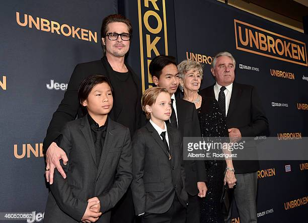 Actor Brad Pitt Pax Thien JoliePitt Shiloh Nouvel JoliePitt Maddox JoliePitt Jane Pitt and William Pitt attend the premiere of Universal Studios'...