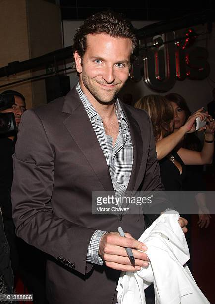 Actor Bradley Cooper sign autographs for fans during the premiere of 'The ATeam' at Cinemex Antara Polanco on May 31 2010 in Mexico City Mexico
