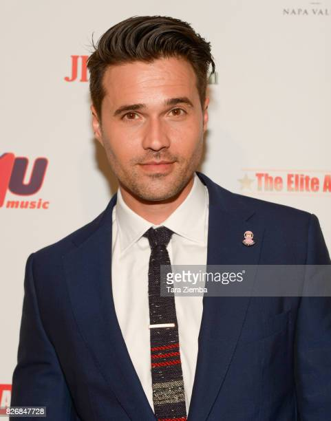 Actor Brett Dalton attends the Elite Awards ceremony charity gala for Jagriti at Renaissance Los Angeles Airport Hotel on August 5 2017 in Los...
