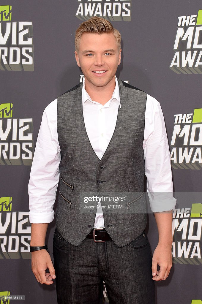 Actor Brett Davern arrives at the 2013 MTV Movie Awards at Sony Pictures Studios on April 14, 2013 in Culver City, California.