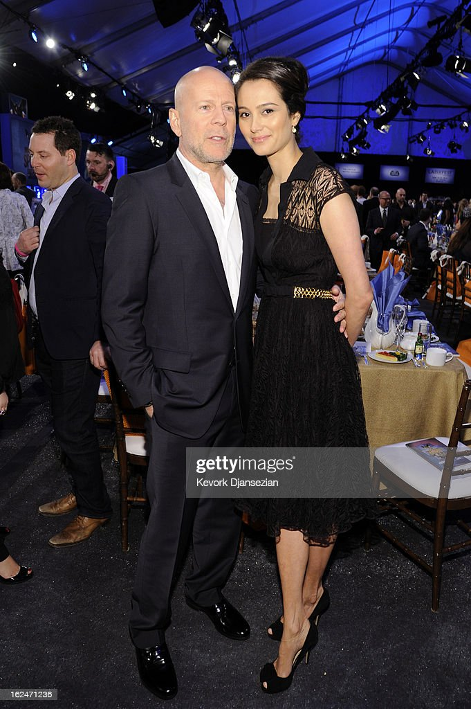 Actor <a gi-track='captionPersonalityLinkClicked' href=/galleries/search?phrase=Bruce+Willis&family=editorial&specificpeople=202185 ng-click='$event.stopPropagation()'>Bruce Willis</a> and <a gi-track='captionPersonalityLinkClicked' href=/galleries/search?phrase=Emma+Heming&family=editorial&specificpeople=734062 ng-click='$event.stopPropagation()'>Emma Heming</a> attend the 2013 Film Independent Spirit Awards at Santa Monica Beach on February 23, 2013 in Santa Monica, California.
